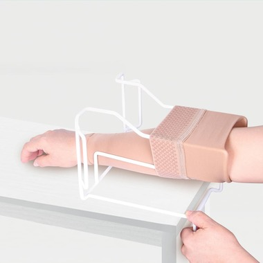 Device for putting on compression sleeve ID-04